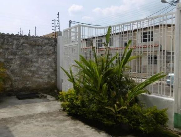 VentaTownhouse  94mts2 Urb. privada Maracay