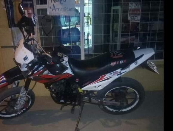 en venta a buen precio moto axxo 200