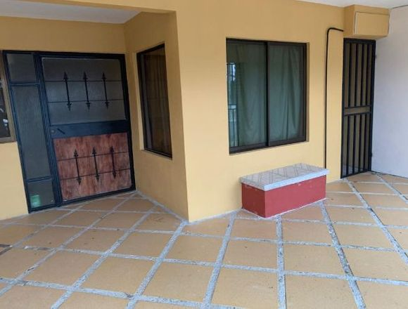 Casa de 2 plantas en Paraíso de Cartago.