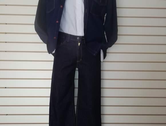 conjunto de camisa, pantalón, y chaqueta