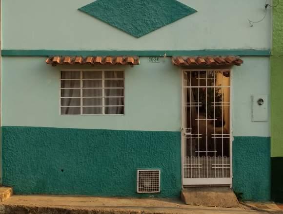 Se vende o se permuta casa grande barrio Gaitan