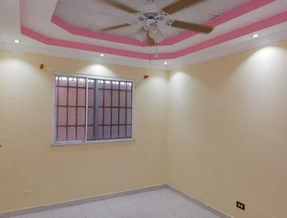 18-3376 AF Venta espaciosa casa en Brisas del Golf