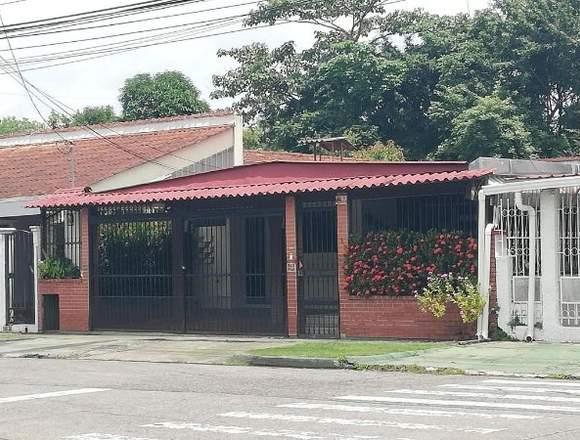 18-4927 AF Se alquila amplia casa en El Dorado