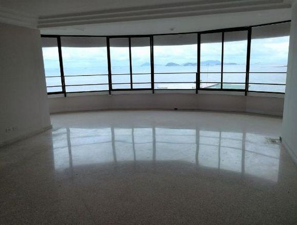 18-8086 AF Venta gran apartamento en Paitilla