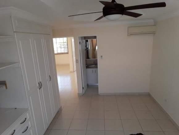 19-359 AF En Condado del Rey se vende gran casa