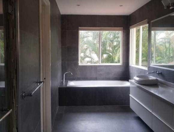 19-504 AF Alquile amplia casa en Costa del Este