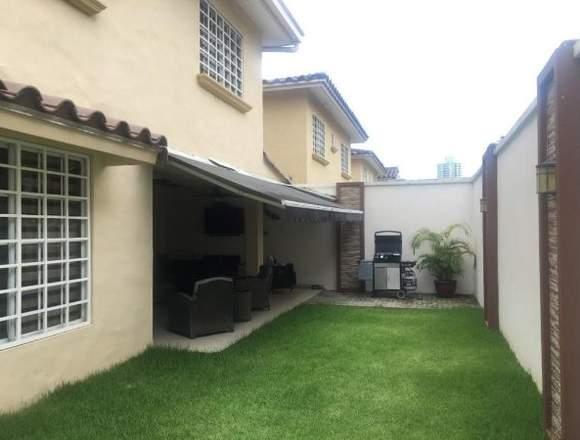 19-791 AF Gran casa en Condado del Rey se vende