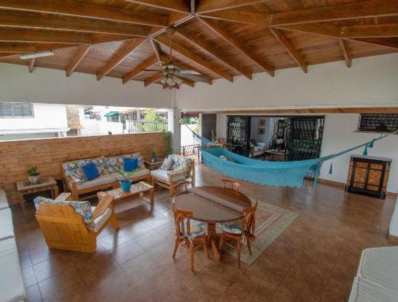 19-4526 AF Amplia casa se vende en Hato Pintado