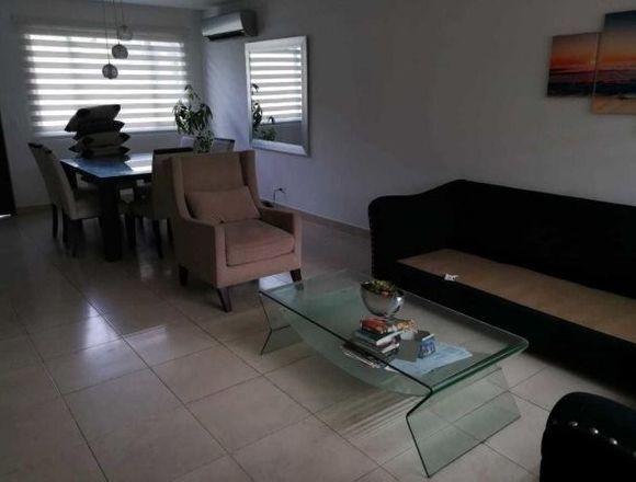 19-5456 AF Linda casa se vende en Brisas del Golf