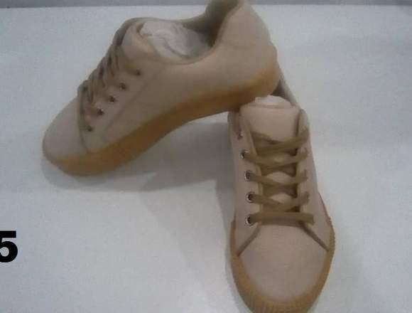 Zapatos de damas nuevos