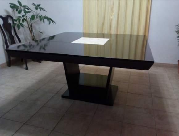Vendo bonita mesa de comedor de madera chocolate