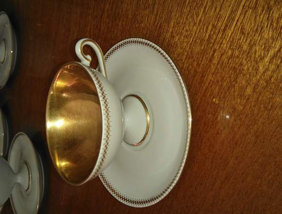 Tazas para cafe, con platos. Porcelana VERBANO