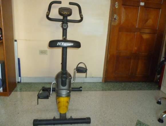 Bicicleta estática JETstream para ejercicios