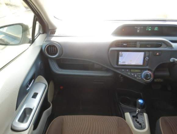Toyota Aqua HÍBRIDO 2012