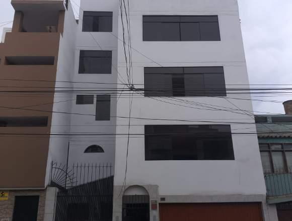 Alquilo casa de 5 pisos
