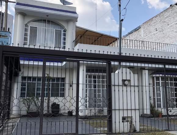 Rento casa Excelente Ubicación, 4 cuartos, 2 baños