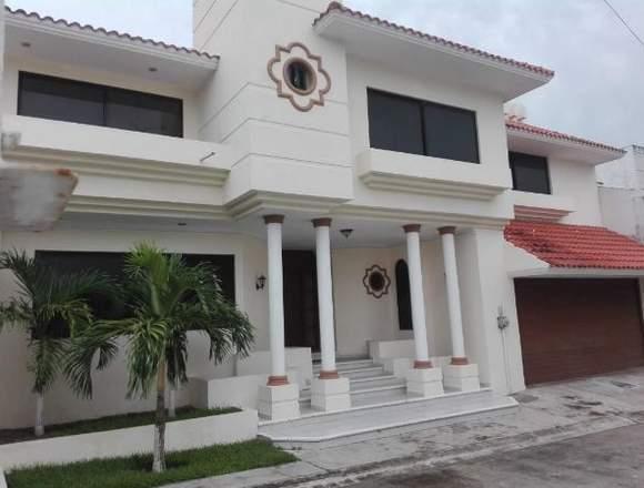 Amplia Casa en zona Residencial