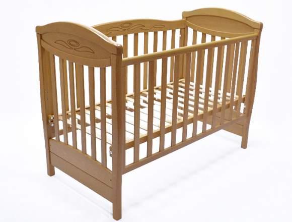 Kinderbett aus massivem Buchenholz.