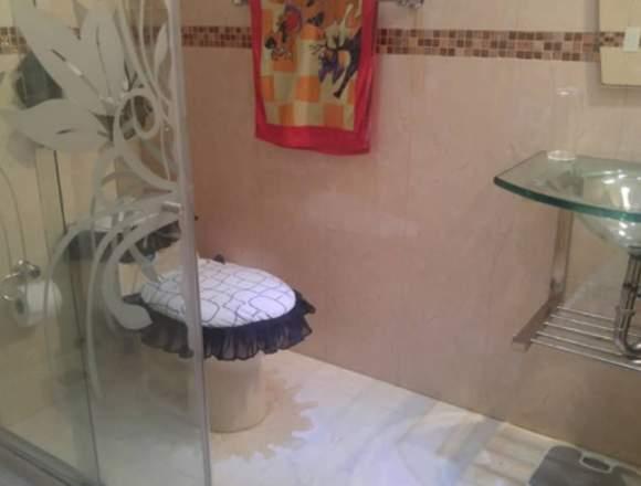 Se vende town-house Urb la Romanza.
