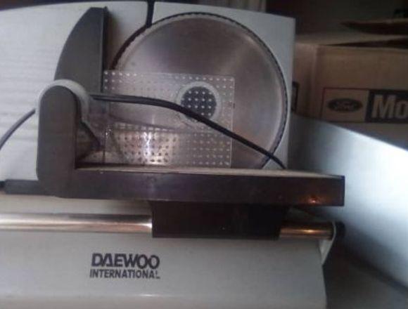 Rebanadora electrica, marca: Daewoo