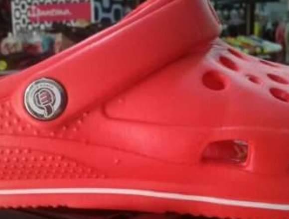 Zapatos en caucho tipo crocs