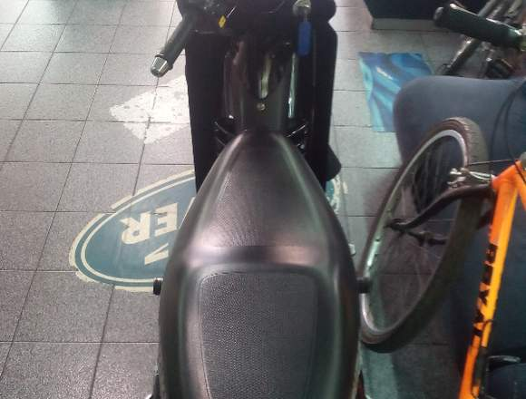 Vendo Moto Suzuki por motivo de Viaje