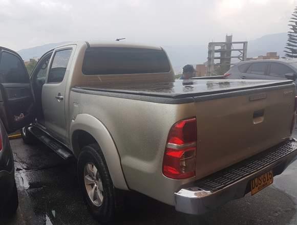 Toyoya hilux 2.5 4×4  2012 diesel