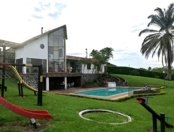 Finca en venta con zona social hermosa en Cerritos