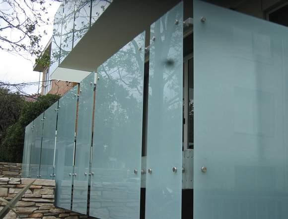 Construcciones en aluminio y vidrio. 0992012368
