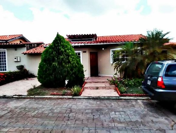 En venta hermosa casa en la Urb. La Caracola II