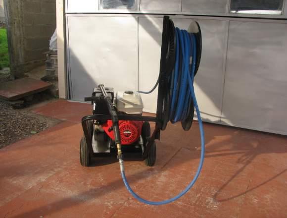 Potente hidrolavadora para limpiezas en general