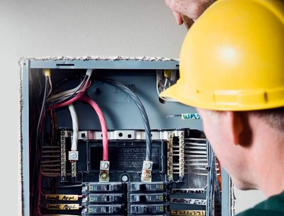 Eléctricistas, soldadores, fontaneros