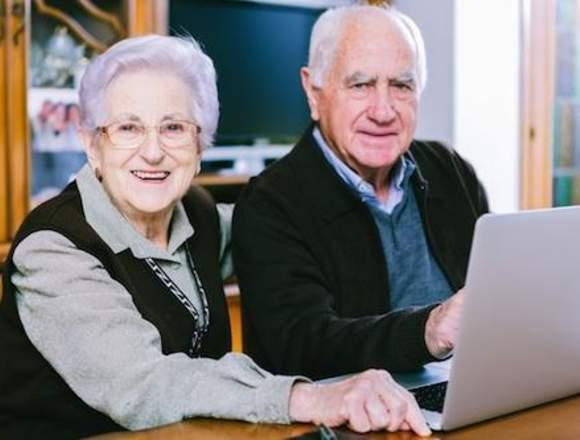 Clases de informática básica para adultos mayores