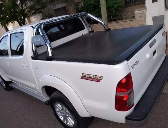 TOYOTA HILUX 4X4 SRV 15000$$