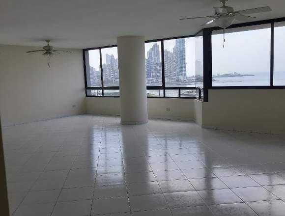 Alquilo apartamento ubicado en Avenida Balboa