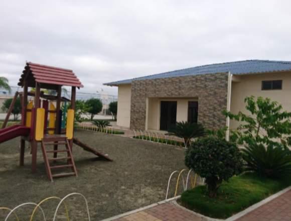 Casa de Venta en Urbanización Cerrada en Manta