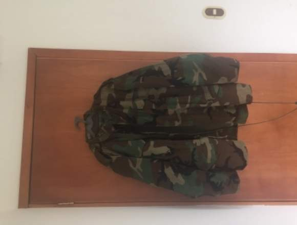 Chaqueta militar casi nueva con envío gratis