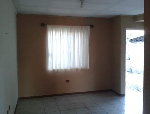 Cerca Ave.Tecnológico y Juan Escutia, casa 3 Rec.