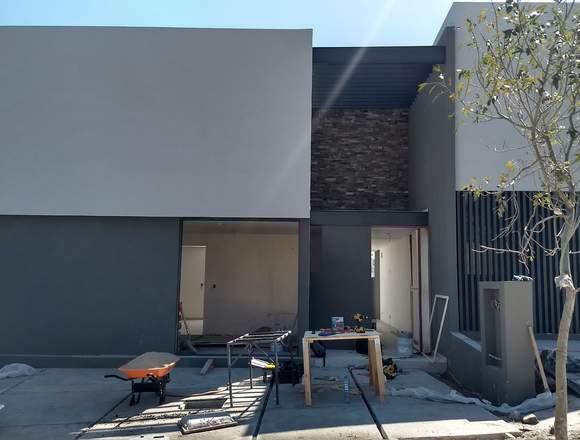 Venta Casa con Recámara en PB dentro de. Altozano