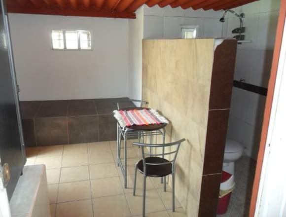 cabaña rustica amueblada cocineta y baño