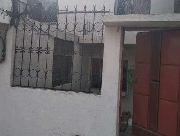 Casa en venta (2 pisos) de 95 m2 sector Carapungo