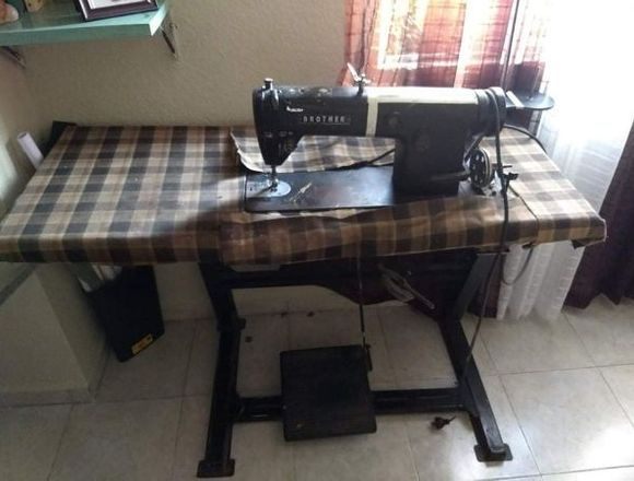 Maquina de coser Industrial recta marca Brother