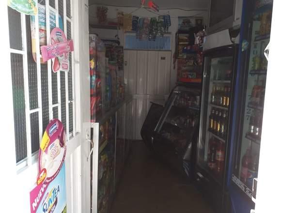 se vende tienda en local bien acreditado