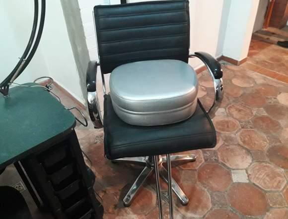 Silla peluquería y mesa