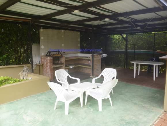casa con piscina en condominio