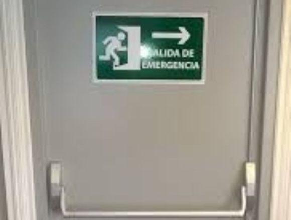puerta de emergencia y corta fuego