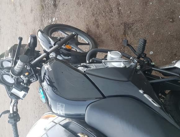 VENDO MOTO HONDA CB 1 AÑO 2018