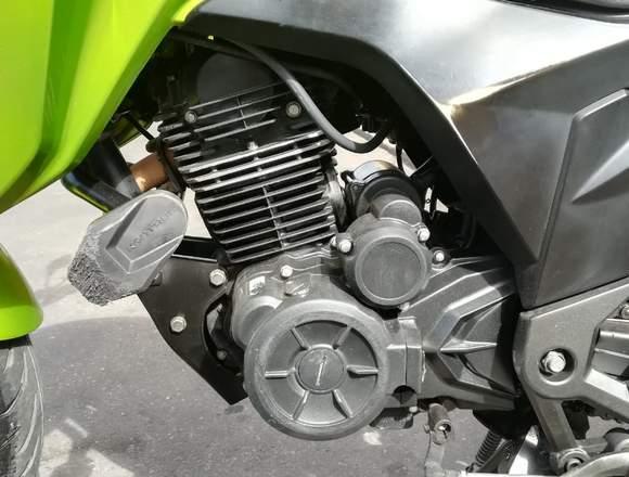 HERMOSA MOTO AKT CR5 180 2016