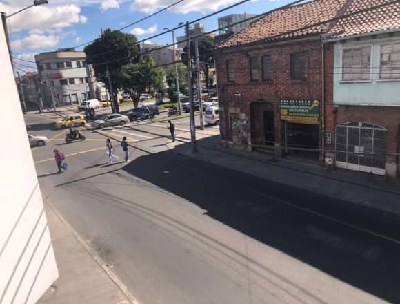 VENDO CASA COMERCIAL CON LICENCIA INSTITUCIONAL