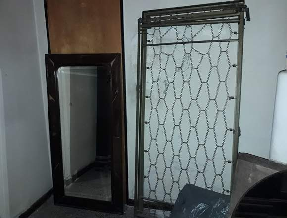 Espejo puerta mediano con marco de madera